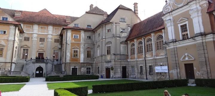Dvorec Štatenberg, baročni haloški posebnež