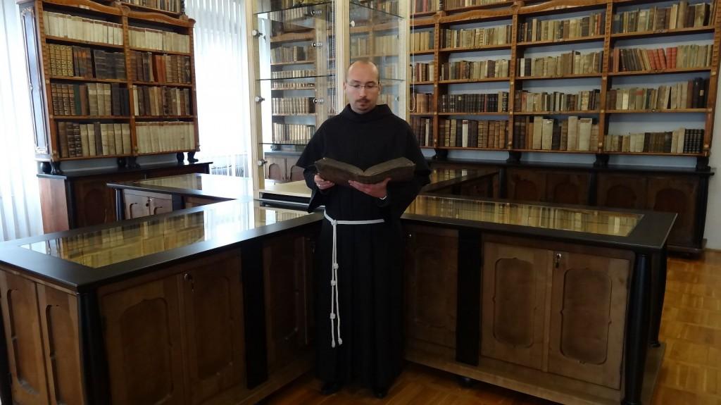 Minorit v svoji knjižnici