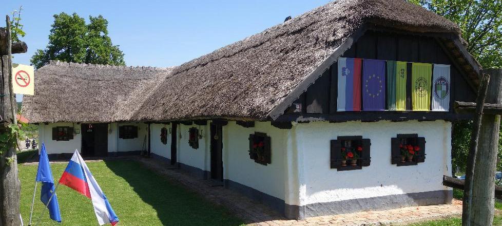 Puhov muzej v Sakušaku pri Juršincih