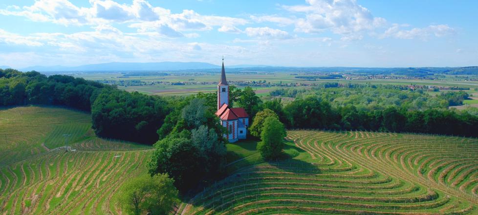 Cerkev Device Marije, Zavrč